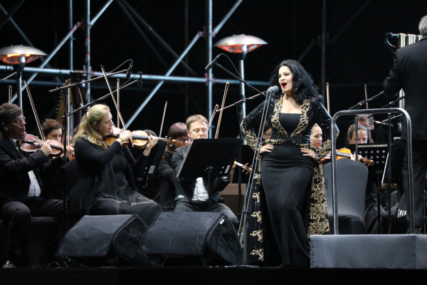 """共青森林音乐节:""""歌剧女神""""安吉拉·乔治乌唱响第一声"""
