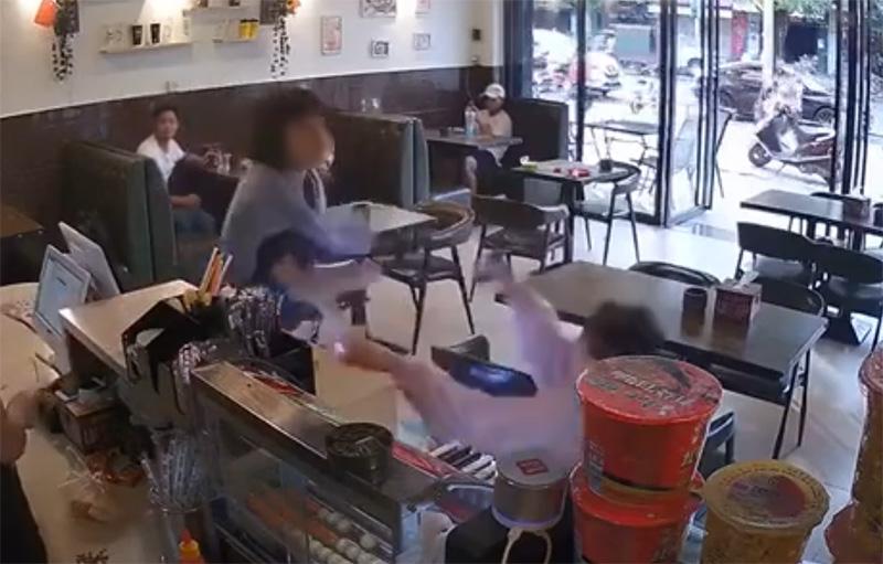 光明日报:女孩奶茶店被打,舆论反转这么快?
