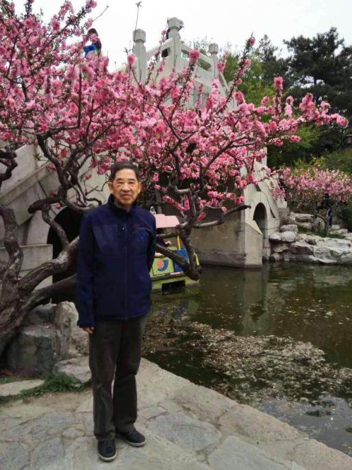 """首任""""熊猫特首""""赖炳辉去世,曾在箭竹开花时抢救大熊猫"""