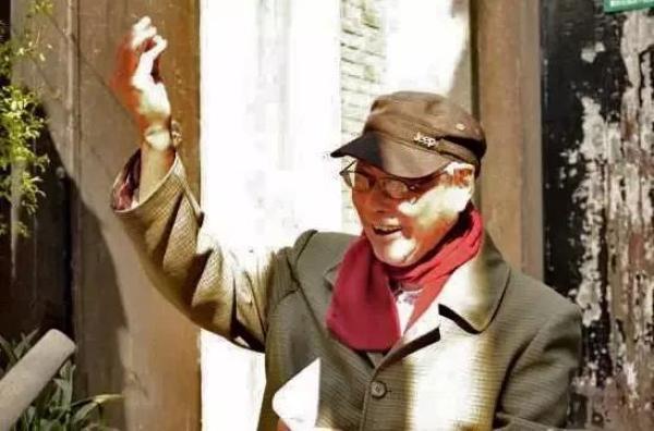 94岁的连环画家王亦秋与收藏家埃利斯走了