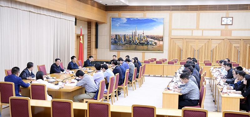 上海市委書記召開的這個座談會來了近50位青年