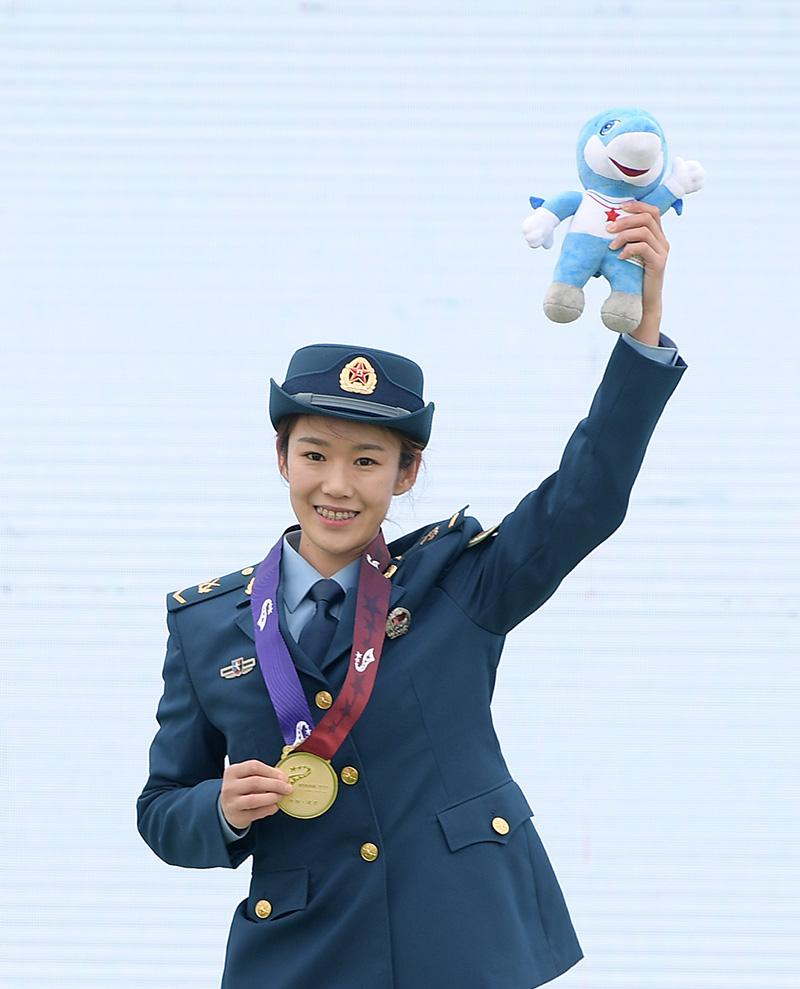 辛勤和汗水换来奖牌荣耀,21岁小将成就军运会跳伞八冠王_运动家