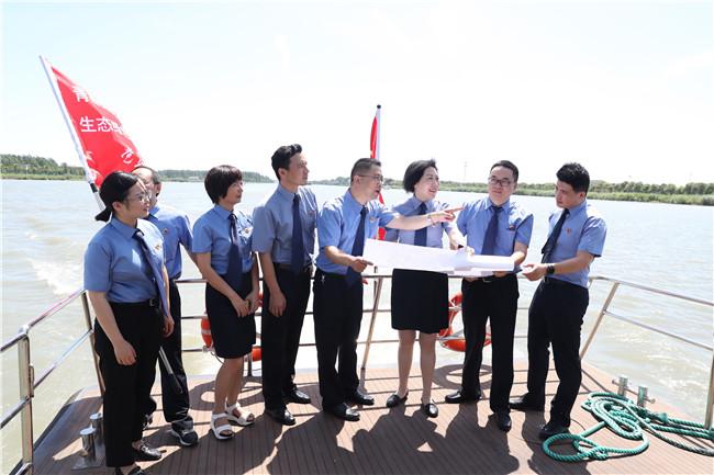 青嘉吴三地检察机关对太浦河水源地保护区进行联合巡航监督。 检察日报 资料图