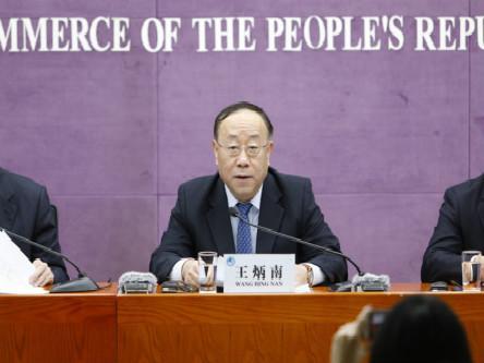 商务部副部长、中国国际进口博览会组委会办公室主任王炳南在吹风会上。 中国网 图