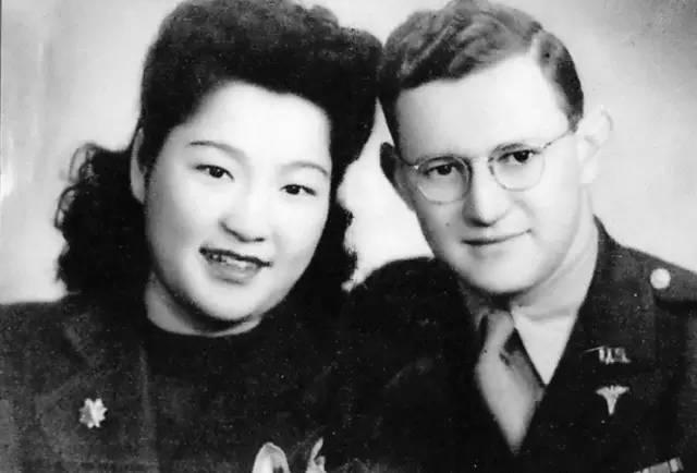 1946年,方寿纯、康威结婚照。