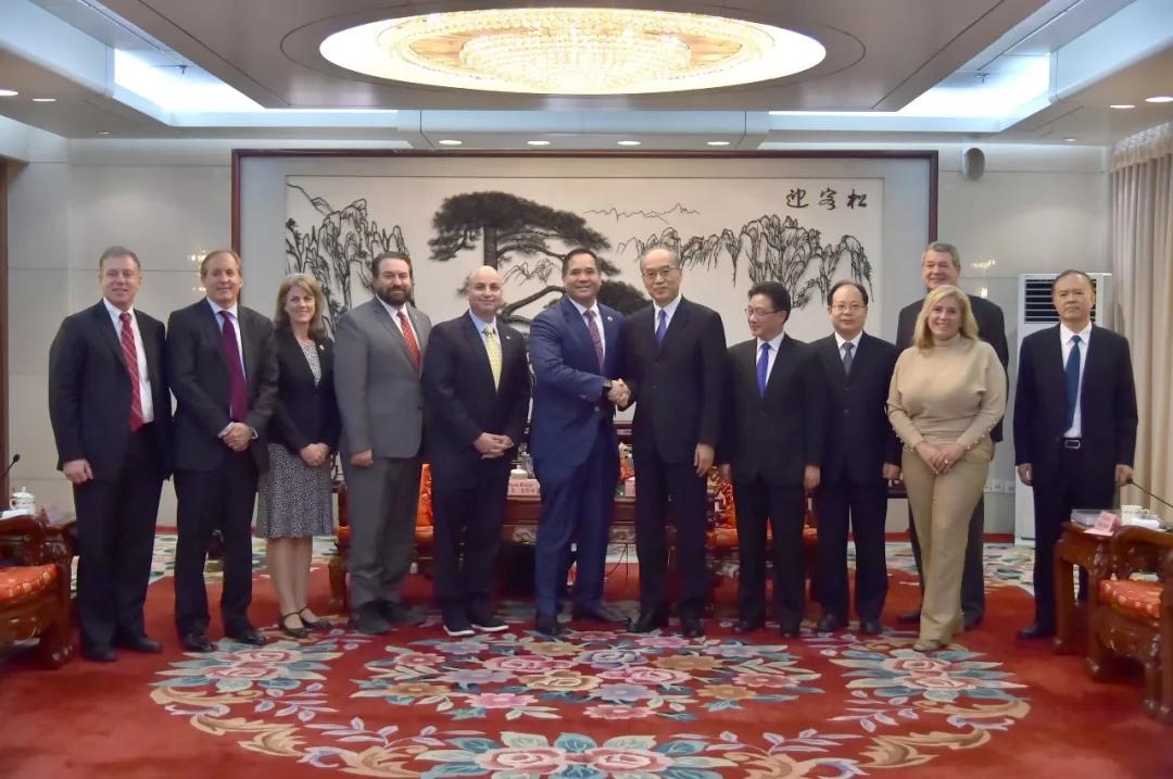 张军会见美国总检察长联盟代表团