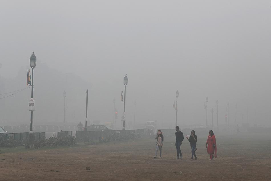 当地时间2019年11月3日,印度新德里,当地空气污染持续。 视觉中国 图