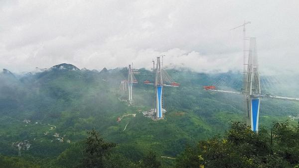 记录中国︱横跨高山峡谷的世界纪录:特大桥助力贵州山区脱贫