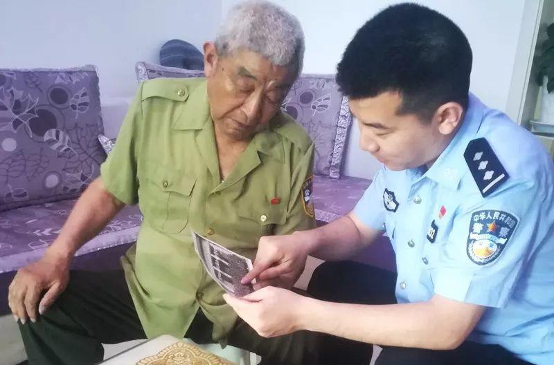 """从警70年 祖孙三代风雨警涯诉说""""新警察故事"""""""