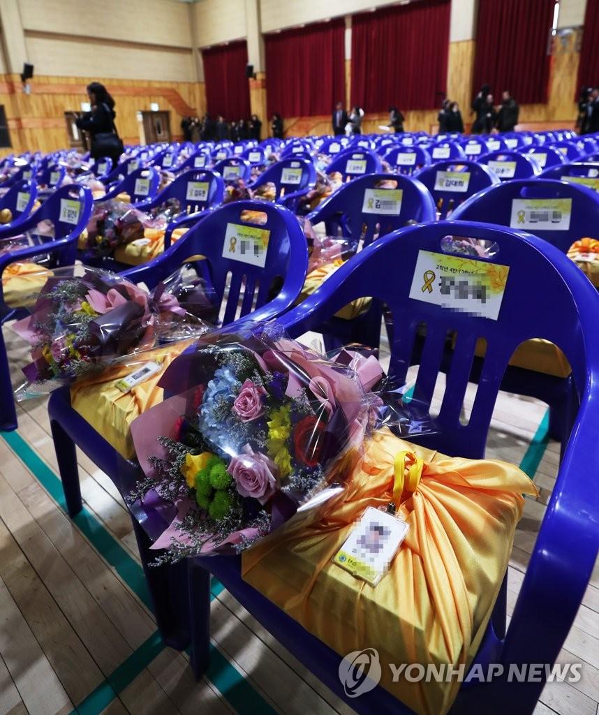 2月,韓國檀元高中為遇難的250名高二學生,舉辦名譽畢業典禮。(韓聯社)