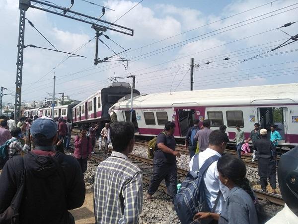 印度两列火车相撞已致1死30伤