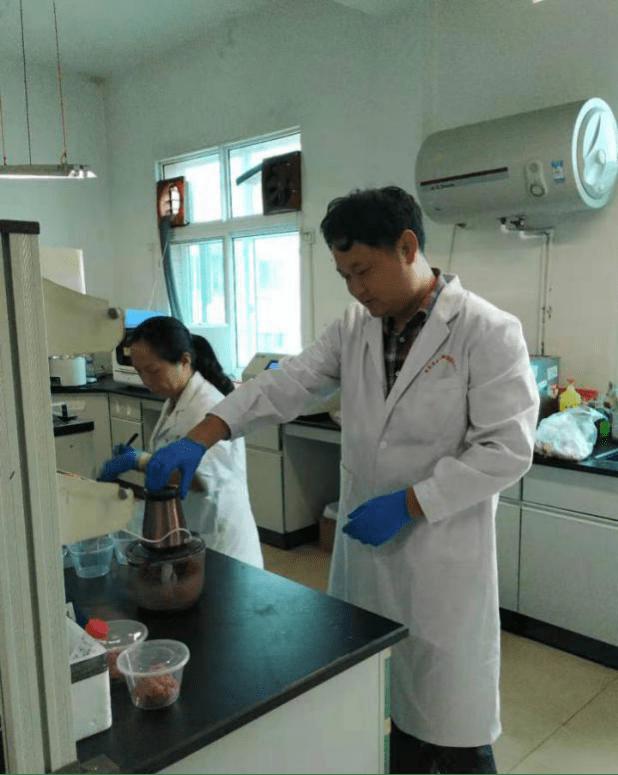 杨超开展食品污染物风险监测