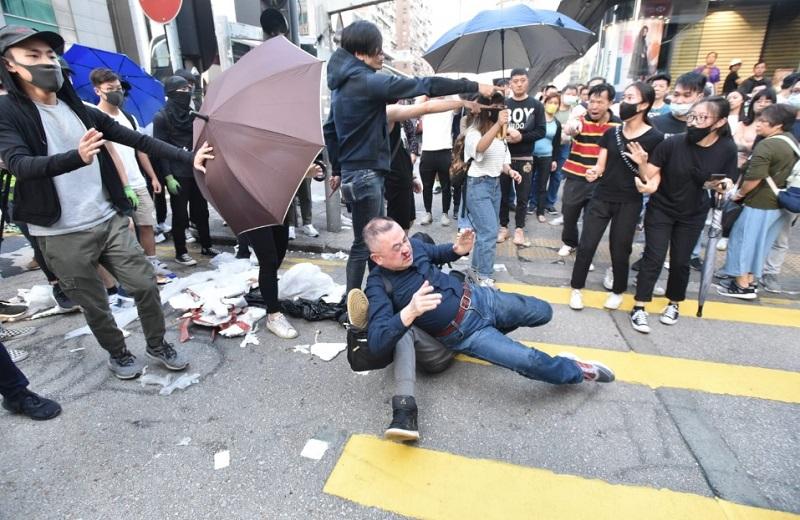 日本游客只因被误认为内地人遭殴打(星岛日报)