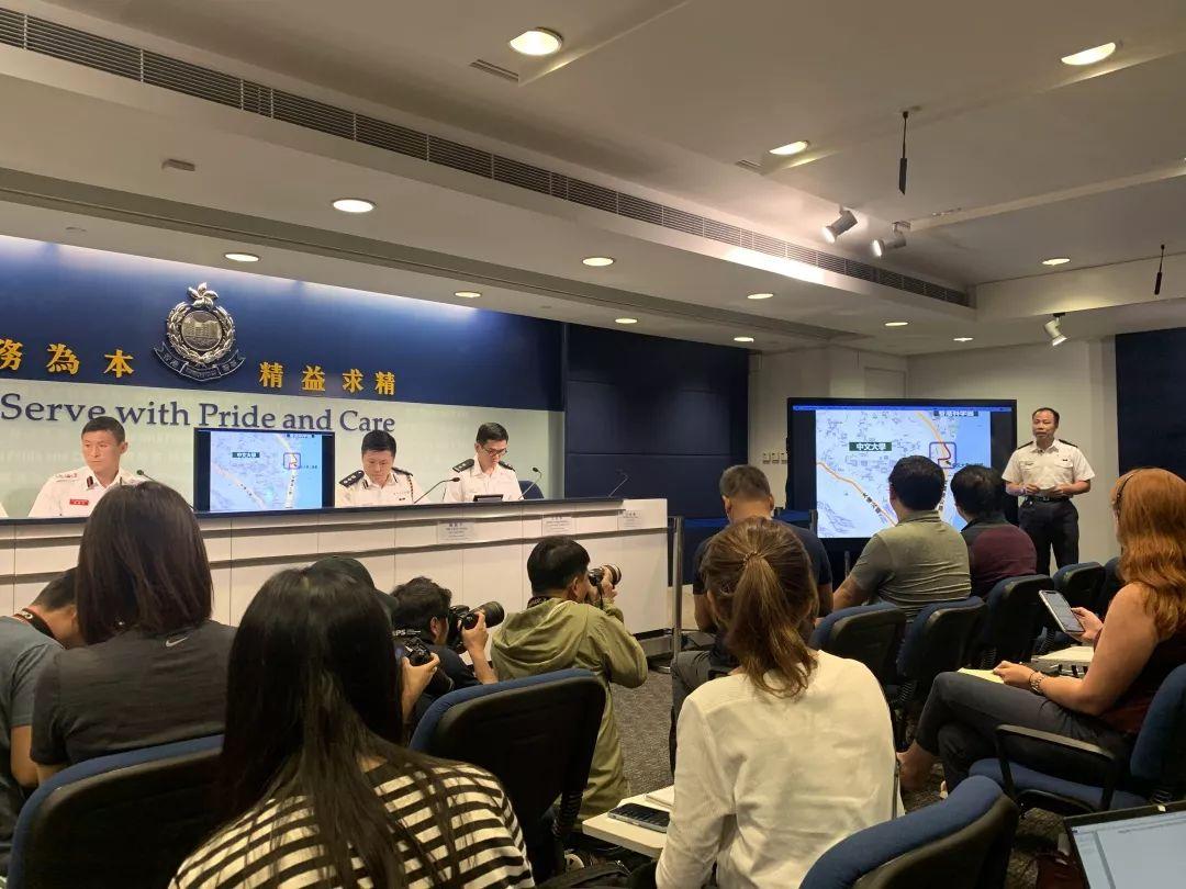 """香港警方公布12日在中大执法经过:校园变成""""兵工厂"""""""