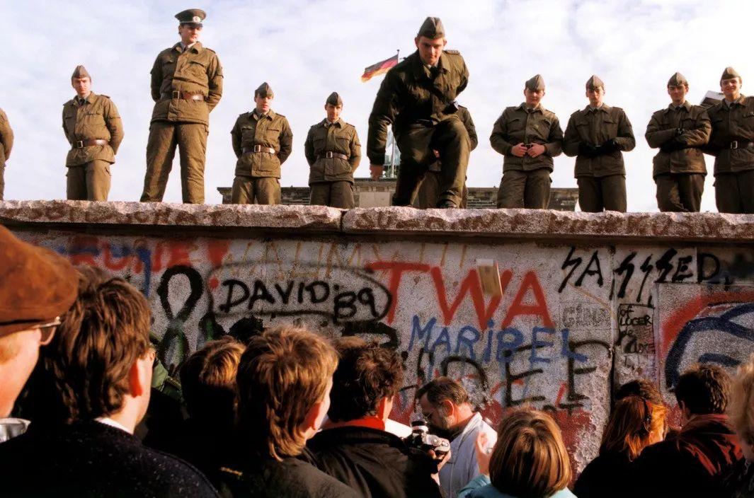 柏林墙倒塌三十周年之际,随玛格南作品回顾历史
