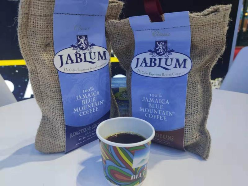 第二届进博会上,牙买加蓝山咖啡也来抢滩中国市场。李晔 摄