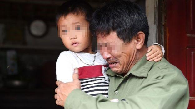 △Le Minh Tuan是30岁的Le Van Ha的父亲