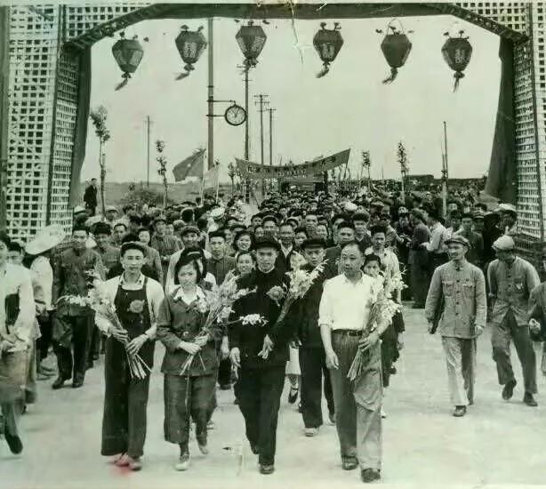 先进生产者迁入曹杨新村,图片来源:互联网