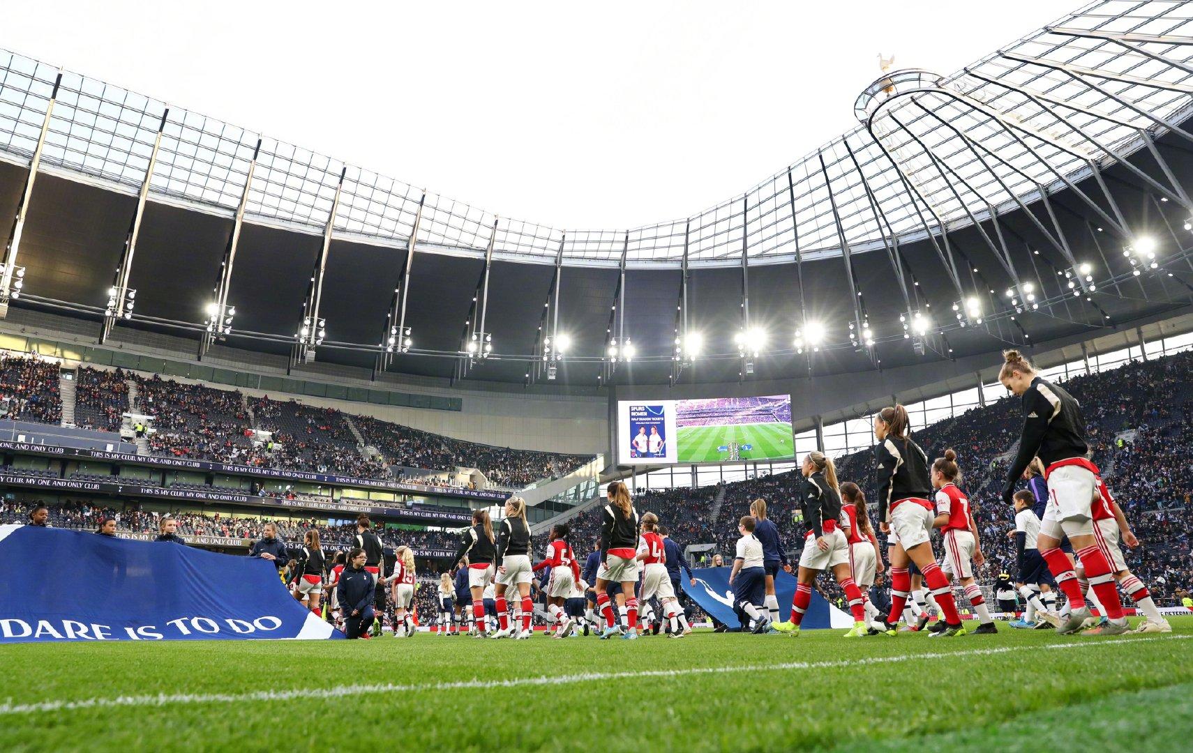 英格兰女足吸引近4万观众,我们看场王霜却只有一面看台