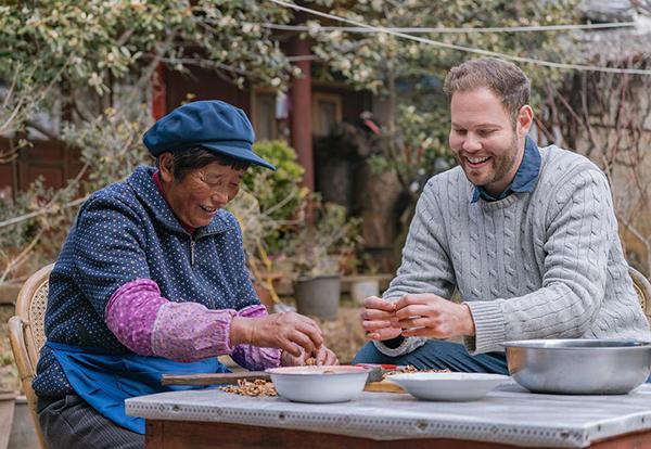 """一个英国厨师在中国寻访""""奶奶的味道"""""""