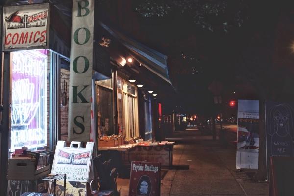 一间非压迫性反帝国主义者特价书店,一个正在消逝的纽约