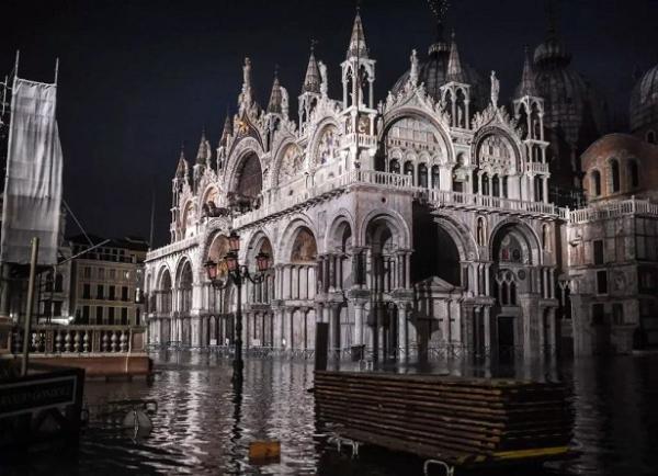 威尼斯双年展临时关停多处展馆,水城遭遇50年来最严重洪灾