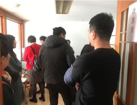 房东租客上公司协商 本文图均为钱江晚报微信公众号 图