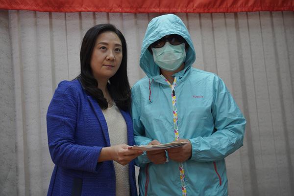 香港被烧伤李伯太太:丈夫五级烧伤,两场手术后仍未脱离危险