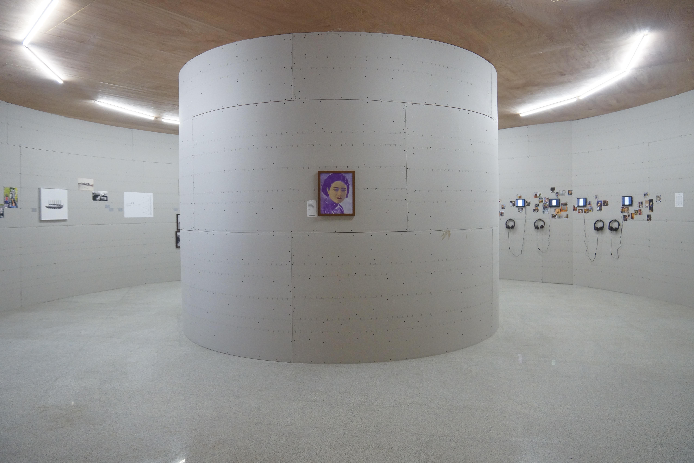 """""""港口与影像II""""展览现场何博-天津-《您受累,请问天津还有什么好玩的?》展厅"""