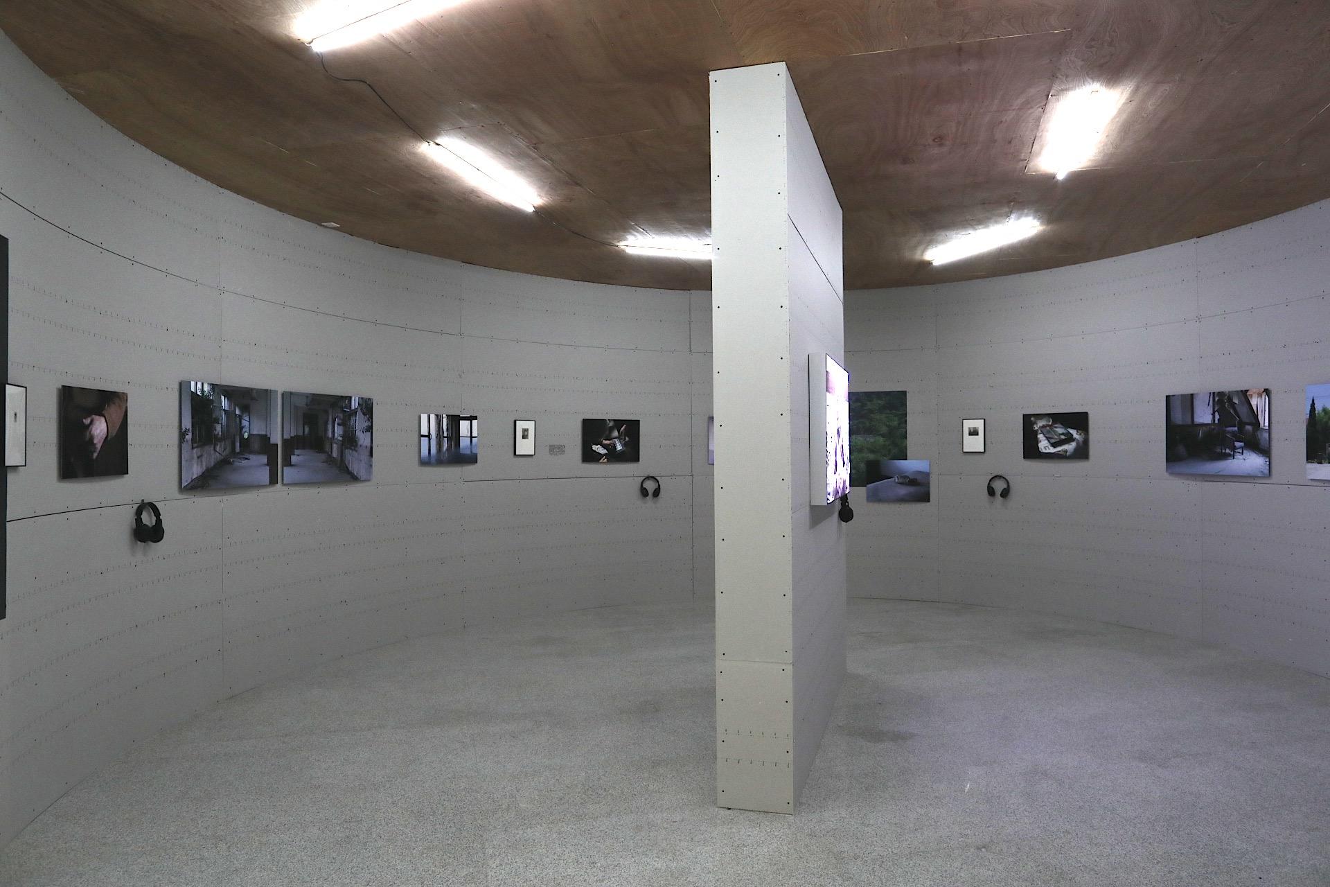 """""""港口与影像II""""展览现场石真-青岛—《月亮去哪儿了》展厅"""