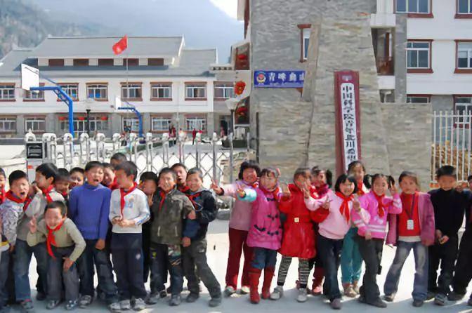 汶川地震后,援建的北川县曲山镇中国科学院青年北川希望小学