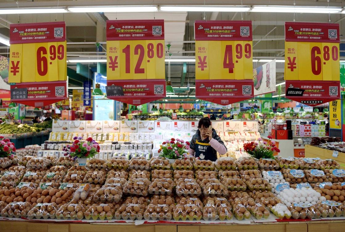 猪肉价格的回落,鸡肉、鸡蛋价格下滑。 新华社资料图