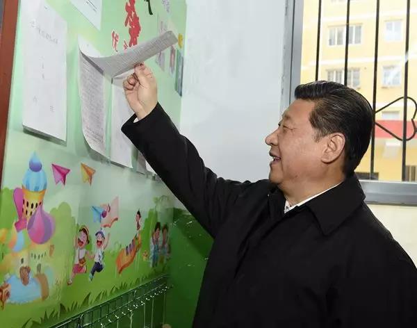 2015年2月14日,正在陕西考察工作的习近平总书记专程来到杨家岭福州希望小学,察看学校办学情况