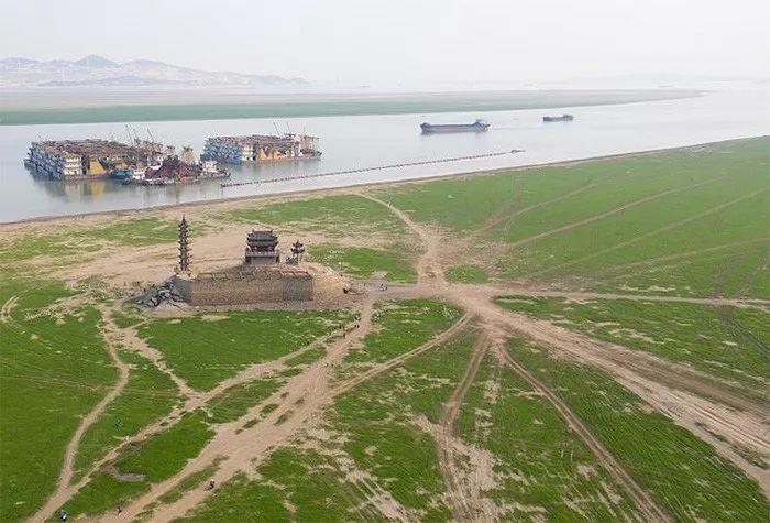 今年10月4日,无人机拍摄的鄱阳湖星子湖区裸露的草滩。