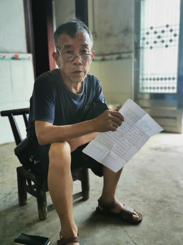 张某卓此前接受澎湃记者采访谎称自己也在寻找儿子张某标。澎湃新闻记者 蒋格伟 图