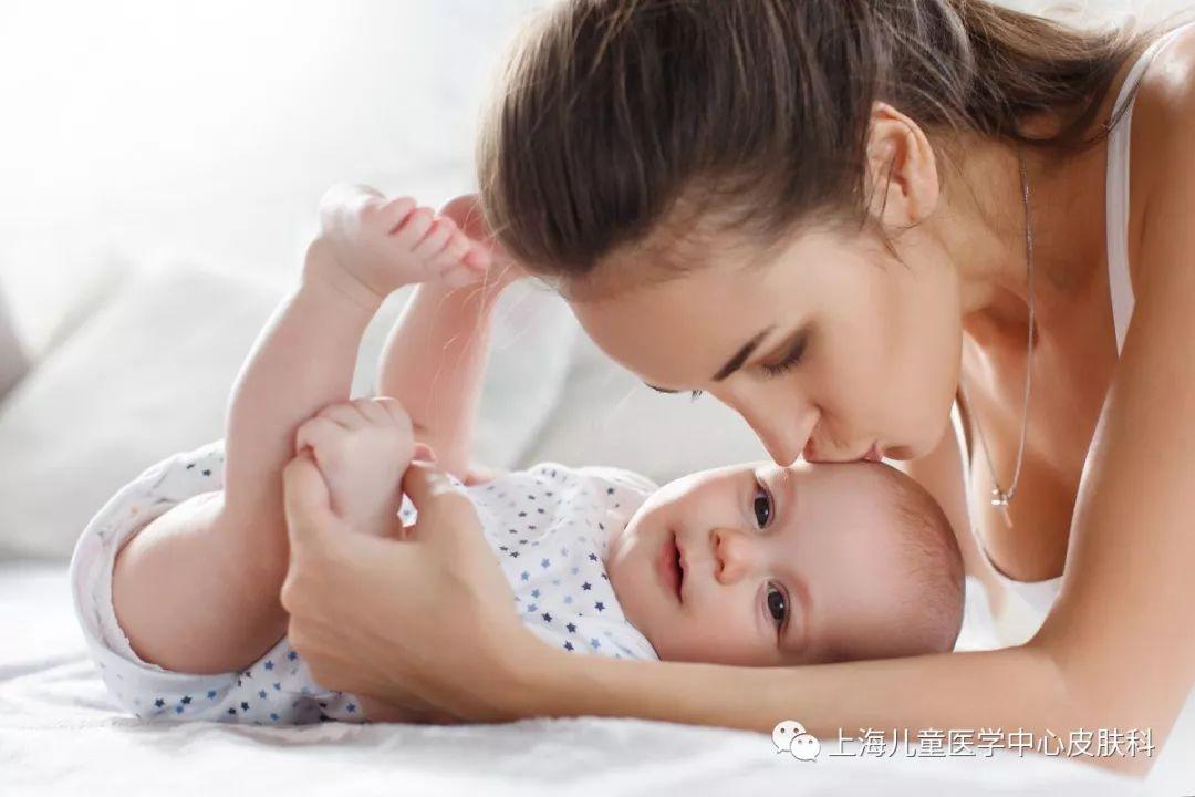 婴幼儿皮肤水嫩自带天然保湿?润肤剂能预防湿疹