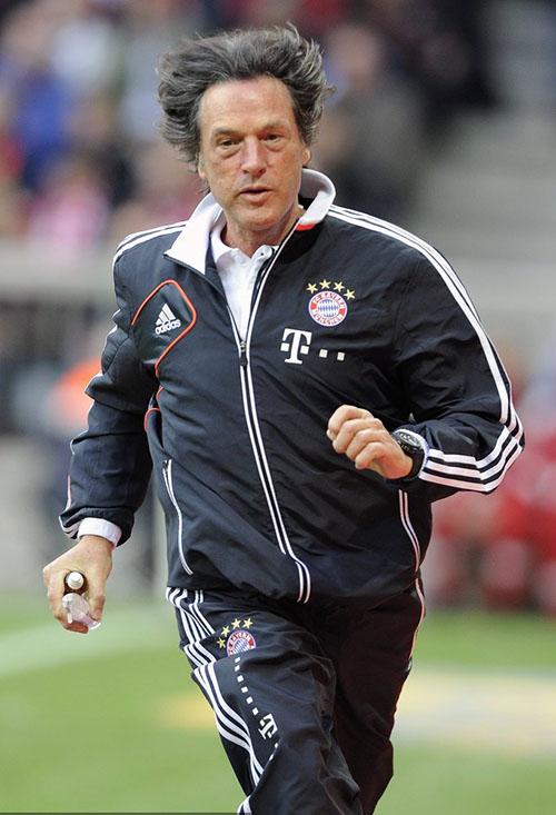 虽然他曾经出版过《德国足球队队医的完全健康手册》
