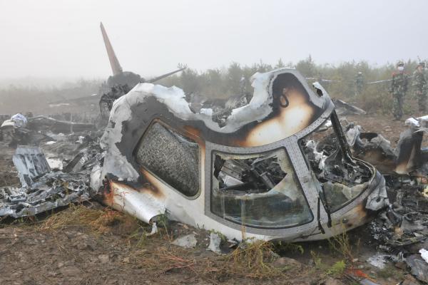 飞机坠毁,机上44人死亡