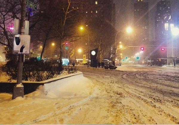 超强暴风袭美国 纽约人民困在家里都在做什么?