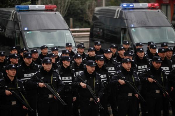 揭秘上海特种机动队:配长短枪支,140个作战单元屯兵街面