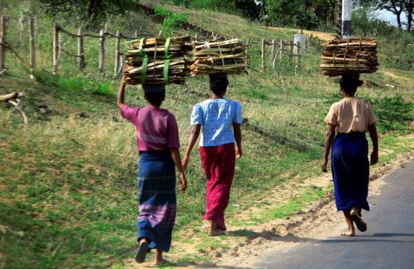 被拐卖的缅甸妇女就像货物一样:可以供买家挑选