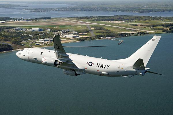美国承诺与菲律宾共享即时南海海域的信息。据美国媒体报道,美国军方2月25日发表一份新闻稿,称海军航空兵著名的塘鹅飞行中队(The Pelicans)驾驶P-8A海神反潜巡逻机,2月1日至21日间在菲律宾吕宋岛外海上空进行了一期侦察巡逻任务。其间,美军航空兵与菲律宾海军和空军人员肩并肩,在南海上空侦察。