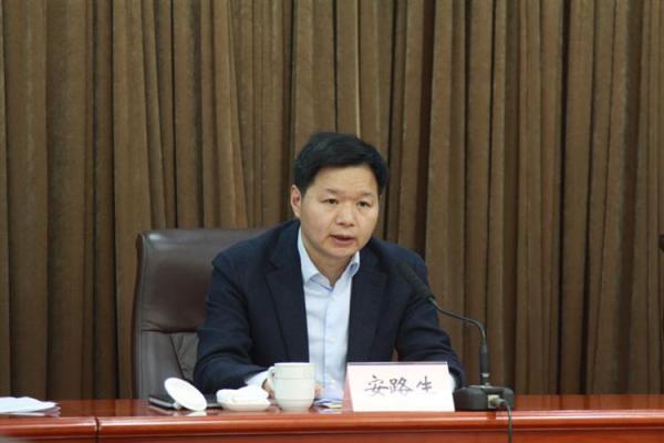 委_安路生任上海闸北区委书记,曾在铁路系统工作近30年