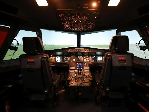 亡命飞行员改写全球航空公司安全守则:驾驶舱必须时刻有两人