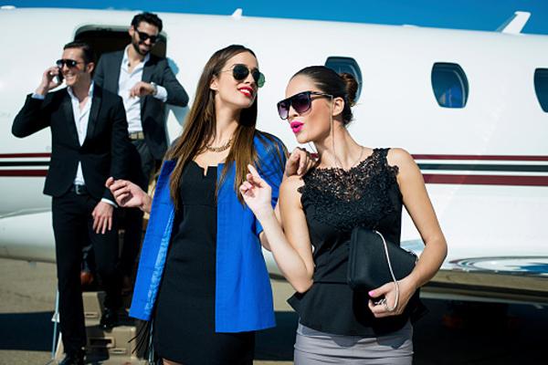 怎样让空姐帮你免费升舱?原来不靠积分靠衣装