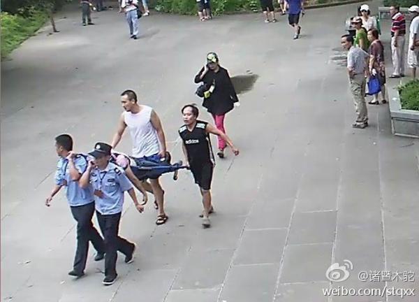 上海父子浙江坠崖案:法院判景区担20%责任,旅