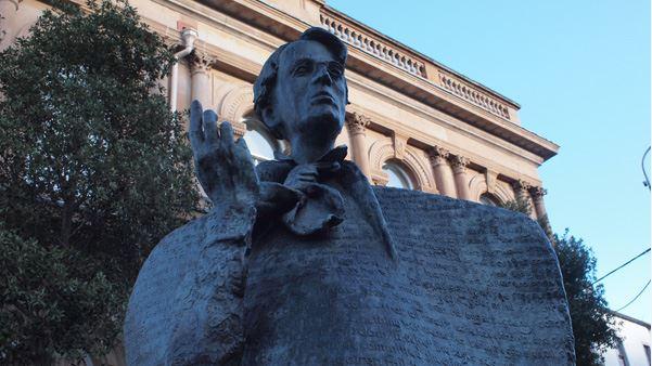 《当你老了》很好听,原诗作者150岁了我们依然爱他