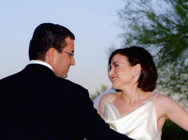 全球最成功女性上周成了寡妇 她如何经营婚姻?
