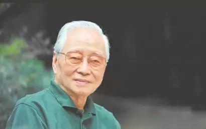 【作者简介】        王火生于1924年,原名王洪溥,江苏如东人