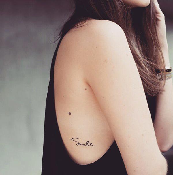 几何鹿角纹身